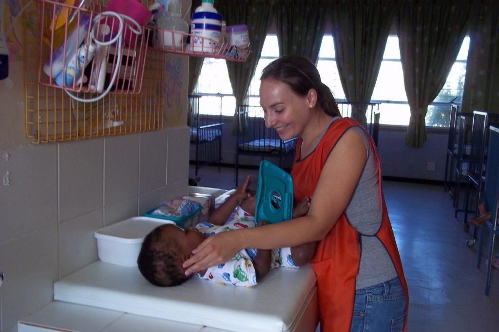 Freiwilligenarbeit mit Babys